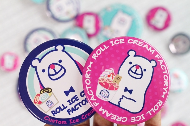 """オープン当日先着100名様にオリジナルロゴキャラクター""""くるくるアイスのシロくん""""オリジナルグッズをプレゼント!"""