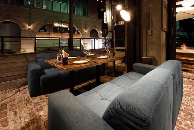 オープンテラスのソファー席