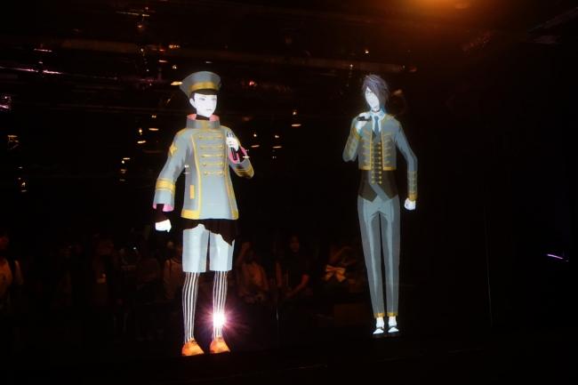 ライブ用の衣装を着たアンジョー(右)とコーサカ(左)