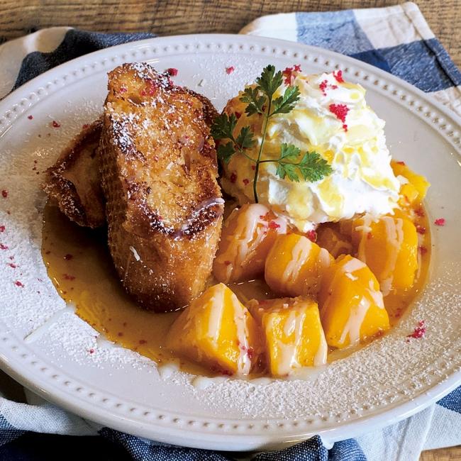 夏のフレンチトースト『マンゴー&パッションフルーツソース』