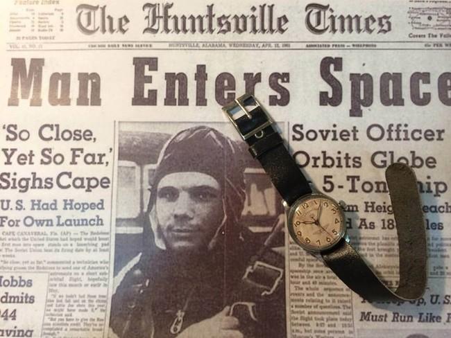 ガガーリンの新聞記事とガガーリンの時計