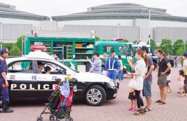 「ぼうさいモーターショー」過去の開催風景(国営・都立東京臨海広域防災公園)※展示車両の内容は毎年異なります