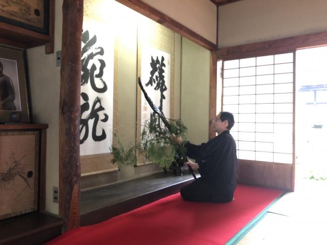 京都より室礼師 清水南龍氏をお招きして、作品をしつらえます