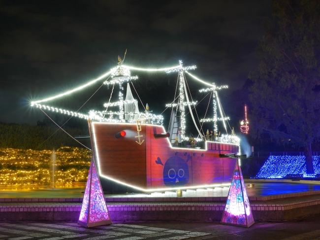 今年初登場の森の妖精モーリーの海賊船長『キャプテンバブルの光と音のショー』