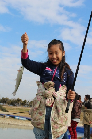 ニジマス釣り(横須賀市長井海の手公園 ソレイユの丘)