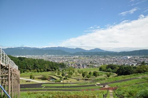 公園からは足柄平野と丹沢山地を一望できます!