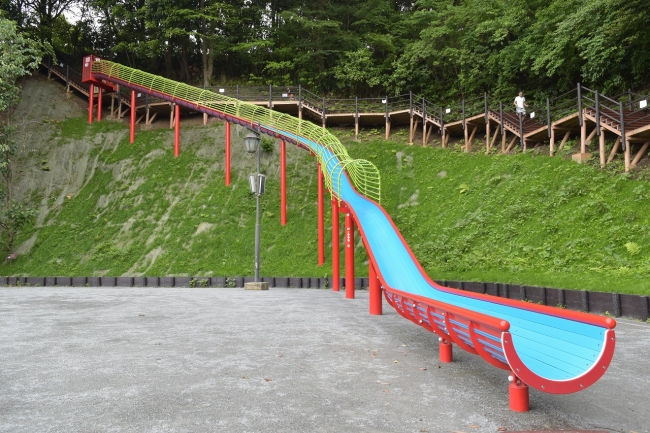 ロング滑り台