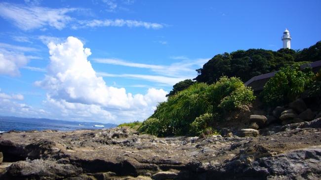 海岸園地から望む日本初の洋式灯台