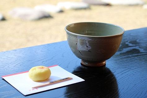 茶室「夕照庵(せきしょうあん)」で提供している抹茶と和菓子