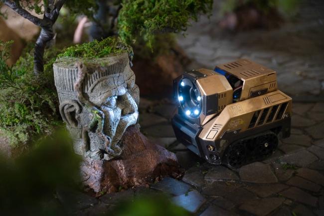 ▲探索ロボのライトを駆使して謎に挑戦!