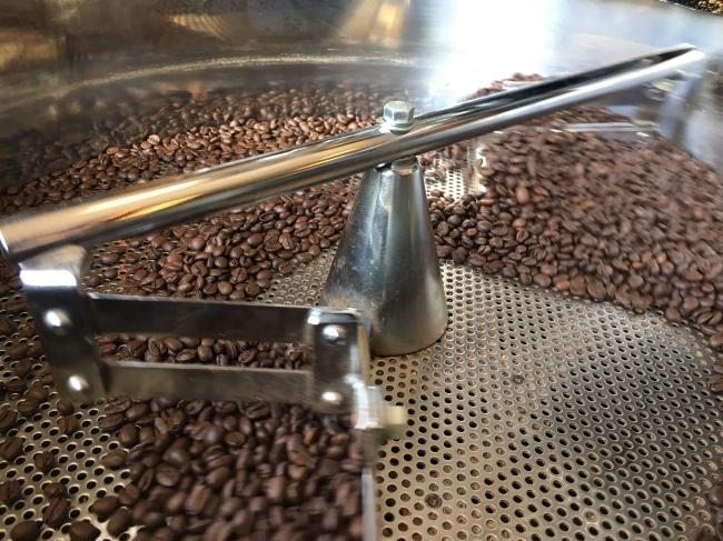 焙煎中のコーヒー豆