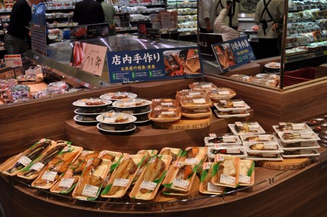 店内で調理する魚屋のお惣菜をご提供いたします。