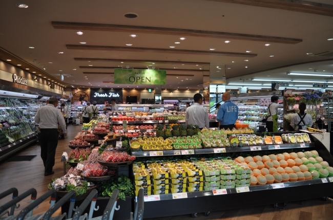 開放感のある売り場で、新鮮な旬の農産物がお客様をお迎えいたします。