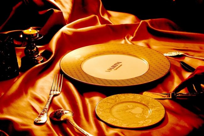 コンセプトビジュアル:クリストフル社のカトラリー、食器などを採用