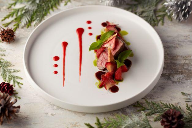 東京都産黒毛和牛 秋川牛 サーロインのオーブンロースト 苺のキャラメリゼ ビーフジュ