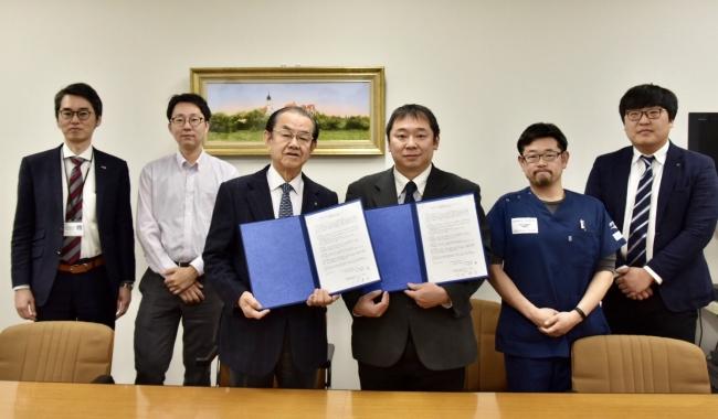 前列左より岡山済生会 岩本支部長、PWJ 大西代表理事、PWJ 稲葉医師