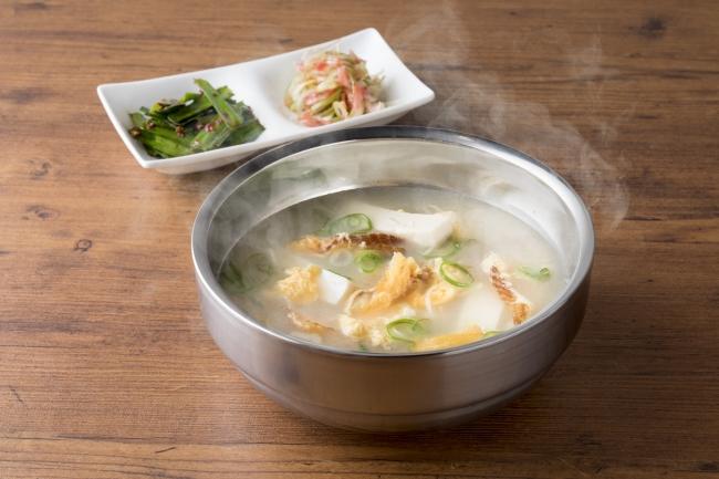 名物!干しダラのスープ 800円(税抜)韓国発祥のUSHIDOKIオリジナルスープ。酔いさましに良いカラダにうれしいスープです。