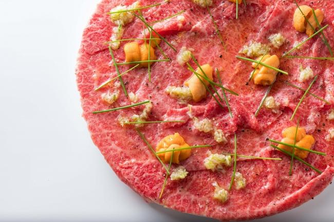 とろける和牛USHIDOKIユッケ 2,780円(税抜)とろける和牛ととろける雲丹の贅沢コラボ♪USHIDOKIに来たら必ず食べて頂きたい商品。