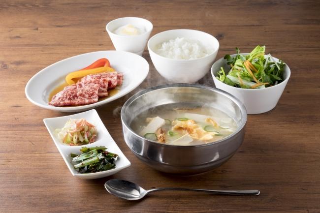 名物!干しダラのスープセット 1,580円(税抜) USHIDOKI名物の干しダラのスープと国産カルビがセットになった美食ランチです。