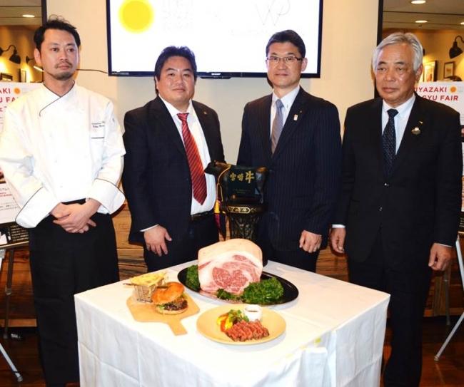 左から湊 氏・高橋社長・河野県知事・新森会長
