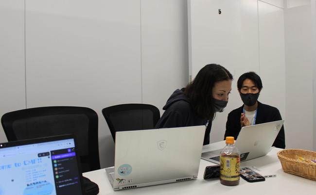 オンライン交流会サプライズゲスト:土屋アンナさん(左)