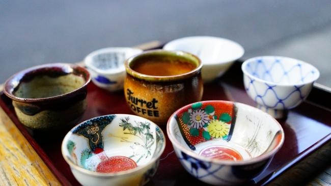 エスプレッソは、日本酒の酒器「猪口」で提供