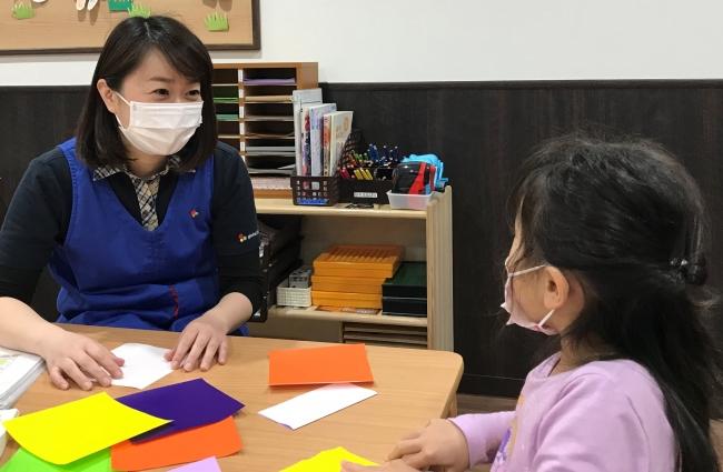 換気、消毒などの回数を増やし、医療従事者のお子さんの臨時保育に応対