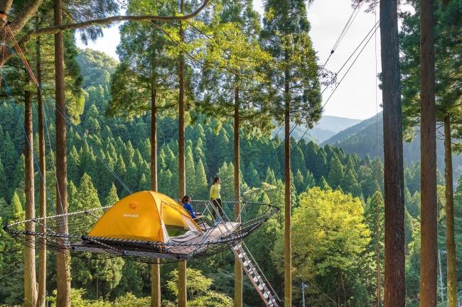樹上デッキから遠くの山並みを見ることができます
