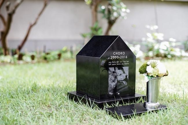Petcoti L ペットコティL 納骨、花立、供物台、お墓としての機能を全て備えました。愛するペットのために格式のあるお墓をご用意したい方へ、また家に居ながら本格的な供養をしたい方にお勧めの商品です。
