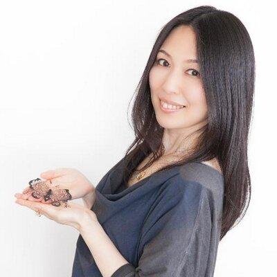 切り絵作家「蒼山日菜」
