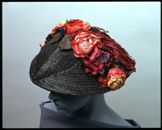 ▲ポール・ポワレ「帽子」(1913年ごろ、神戸ファッション美術館蔵)