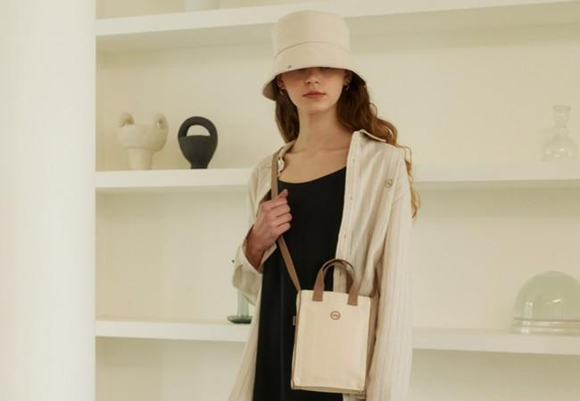 入荷の度に即完する人気アイテムbucket hatとbiscuit bag (mini)