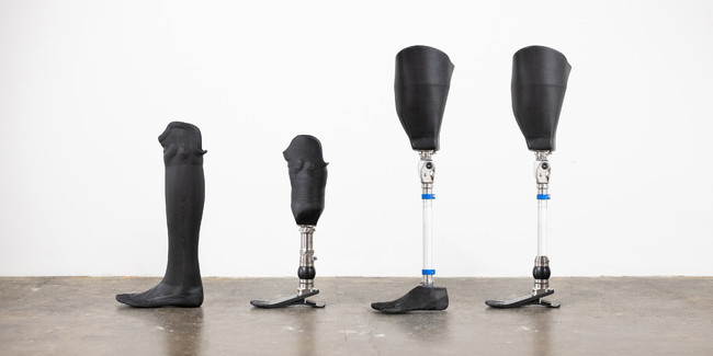 当社の日本向け製品、Instalimb Type-L(写真左:下腿用・大腿用)及びInstalimb Type-E(写真右:下腿用・大腿用)