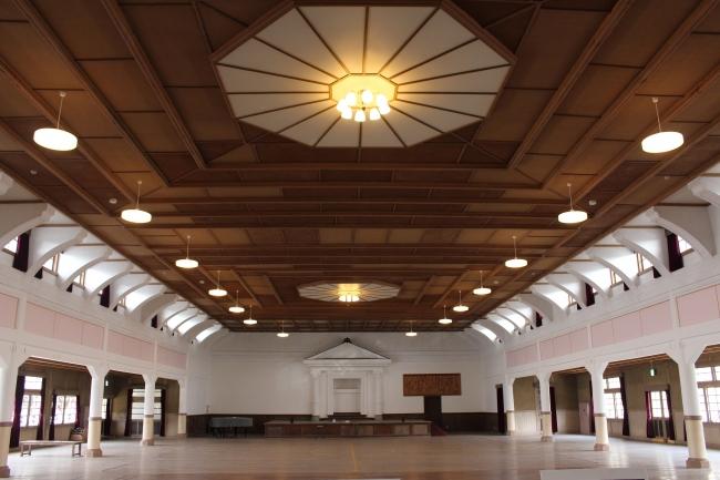 旧波佐見町立中央小学校講堂兼公会堂 画像提供:芸団協