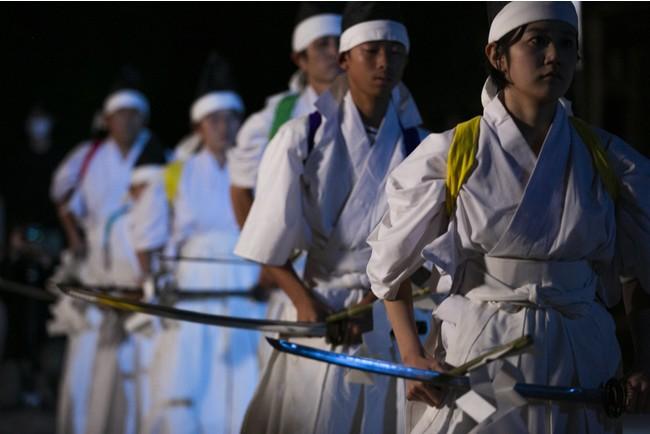 入来神舞より「十二人剣舞」 画像提供:芸団協