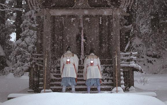 「冬の峰」松聖に選ばれた2名の山伏 写真提供:芸団協