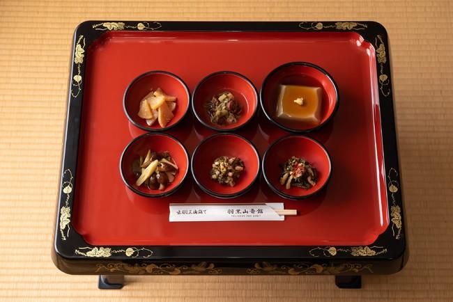 出羽三山の春待ち食セット 写真提供:芸団協