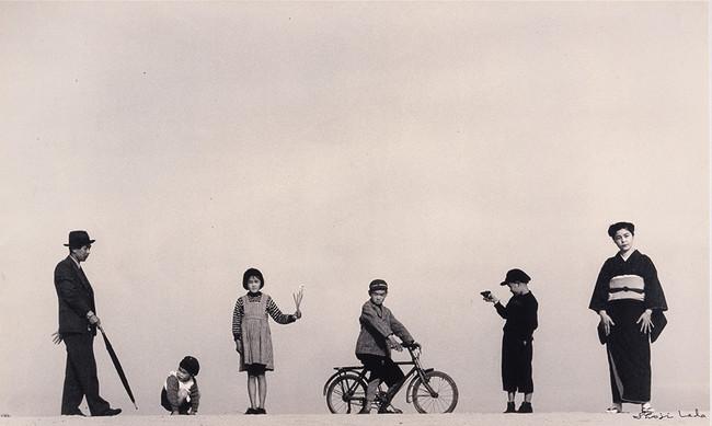 植田正治《パパとママとコドモたち》1949年 島根県立美術館蔵