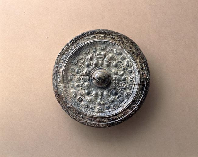 重要文化財 黒塚古墳 画文帯神獣鏡(文化庁蔵)
