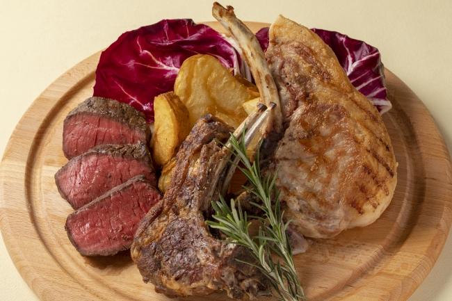 特注!溶岩グリルで焼き上げる、本日のお肉3種盛り合わせ