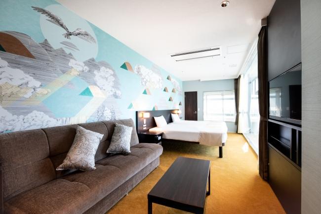 (写真は10階客室)アーティストコーディネートは、同じ住之江区内でクリエイターを集つめ世界に向けて情報発信し創造性あふれる魅力的なまちづくりに取り組まれる「一般財団法人 おおさか創造千島財団」