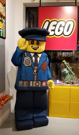 LEGO and the LEGO logo are trademarks of the LEGO Group. (C) 2021 The LEGO Group.