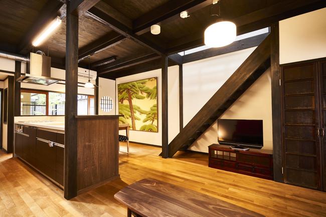 【京都】蓮華庵 (キャッシュバック 一泊につき10,000) 東山の観光名所を身近にしたロケーション。京都の文化財修復にも携わる「井上光雅堂」監修の表具デザインにも注目です。(最大5名・一棟貸し)