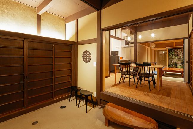 【京都】真 二条城 ( キャッシュバック 一泊につき10,000円)約30坪のゆとりある建物は、京町家改修の匠による設計・施工。つくばいから流れる疎水を再現した庭も風雅な趣です。(最大9名一棟貸し)