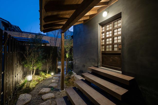 中庭に佇む蔵の姿は当時の雰囲気を今に伝えます