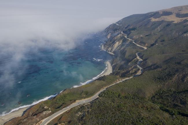 太平洋岸沿いのハイウェイ1号線を快走