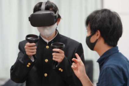高校生のVRを用いた3Dモデル制作の様子
