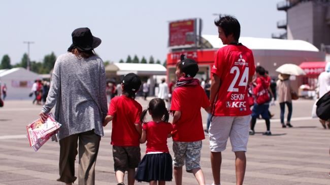 浦和レッズホームゲーム観戦者画像(ファミリー層)