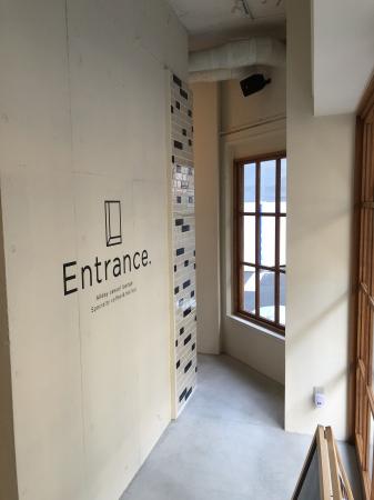 海外のホテルをイメージしたラウンジバー entrance 9月1日に横浜市