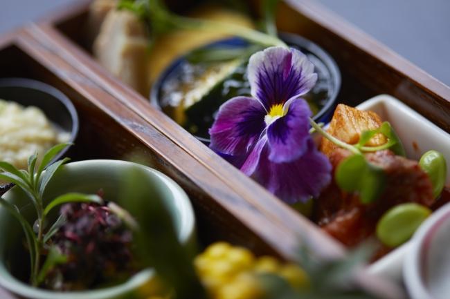LES BOIS(レ ボア)の料理のテーマは花